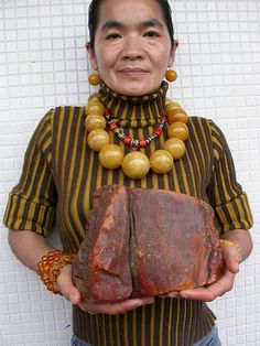 Very Big Amber Stone 3064 gram Günlük Burç Yorumları Baltic Amber Jewelry, Amber Stone, Minerals And Gemstones, Amber Beads, Rocks And Gems, Tribal Jewelry, Stone Jewelry, Stones And Crystals, Fossils