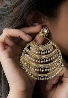Make a statement with these beautiful and big earrings with lines of gold and pearls. Available at Aquamarine. Indian Bridal Jewelry Sets, Indian Jewelry Earrings, Silver Jewellery Indian, Jewelry Design Earrings, Gold Earrings Designs, Big Earrings, Ear Jewelry, Tikka Jewelry, Bridal Accessories