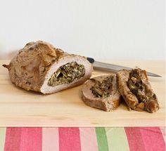 Tasca di vitello ripiena di carciofi Ingredienti per 4 persone  700 g di arrosto di vitello (chiedere  al macellaio di tagliare la tasca) 4 carciofi romaneschi 40 g di pecorino grattugiato mentuccia romana olio extravergine d'oliva 1 spicchio d'aglio