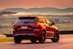Here's How To Do A Burnout In A Jeep Grand Cherokee Trackhawk. A very simple modification is all it takes. Chevy Trailblazer Ss, Gmc Suv, Jeep Grand Cherokee Srt, Jaguar Xe, Srt Hellcat, Ford F Series, Jeep Parts, Kia Sorento, New Bmw