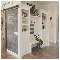 A few simple changes give these built ins a clean, welcoming feeling for fall.