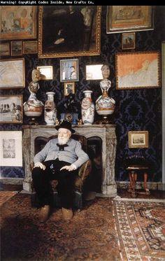 James Ensor in zijn atelier in Oostende