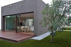 Great idea for a modern deck. -Liz // love the white rock in beds Rehab House, Balcony Flooring, Modern Deck, Shade Structure, Street House, Contemporary Interior Design, Modern Landscaping, Dezeen, Modern Exterior