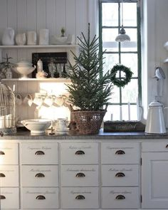 """682 Likes, 12 Comments - By Inma Maynard (@globalharmonydeco) on Instagram: """"My #getinspired Thinking about ❤️ #christmasdecorations  #kitchen #inlove Disfruta del…"""""""