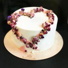 265 отметок «Нравится», 23 комментариев — Торт на заказ Москва (@sunbeam.cake) в Instagram: «Настроение любви витает в воздухе. А у Вас есть любимые? . Отметь ник в комментариях своего дорого…»