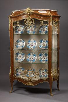 An Important Louis XV Style Exhibition Gilt-Bronze Bombé Vitrine French Furniture, Classic Furniture, Furniture Styles, Antique Furniture, Wood Furniture, Furniture Design, French Interior, Interior Design, Antique Collectors