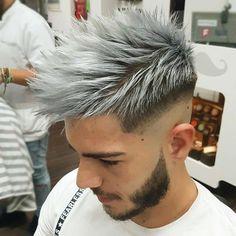 Cabelo platinado masculino. Veja mais cabelos coloridos para homens no blog Marco da Moda
