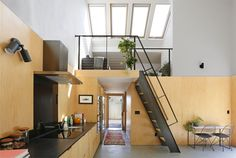 65 Adorable Mid Century Modern Kitchen Ideas Metal Facade, Backyard House, Modern Backyard, Architecture Design, Cocinas Kitchen, Mid Century Modern Kitchen, Modern Architects, Alley Cat, Wood Panel Walls