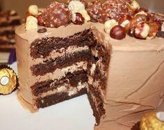 Ferrero Roche er en deilig sjokolade som mange gjerne kjøper på Tax free siden den er så dyr i Norge. Jeg har også nylig oppdaget at de kun tar inn denne sjokoladen til Jul og Påske i Norske butikk...