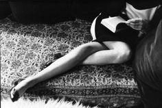 Martine Franck, Paris, France, 1967 by Henri Cartier-Bresson (Magnum Photos/Fondation Henri Cartier-Bresson) Classic Photography, Candid Photography, Black And White Photography, Street Photography, Photography Office, Pixel Photography, Photography Lessons, Monochrome Photography, Vintage Photography