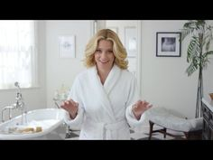 How to find your dream home – let actress Elizabeth Banks (The Hunger Games) help you! You know what you can afford and you've got your pre-approval letter. But before you buy the home of your dreams, you've gotta find it first. Home Buying Tips, Home Buying Process, Real Estate Video, Real Estate News, Realtor Agent, Real Estate Humor, The Search, Real Estate Information, Sell Your House Fast