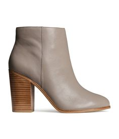 Light gray ankle boots with premium-quality leather, side zip, and contrasting wooden heel. Grey Leather Boots, Grey Ankle Boots, Leather High Heel Boots, Grey Booties, Leather Booties, Bootie Boots, Booties Outfit, H&m Shoes, Me Too Shoes
