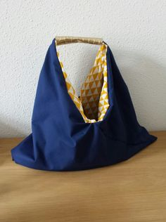 Un sac cabas XXL réversible Origami Tote Bag, Diy Tote Bag, Diy Bags Purses, Bicycle Bag, Bag Making, Retro Fashion, Shopping Bag, Outdoors Online, Diy Sac