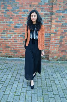 Love this, printed blazer with black maxi skirt.