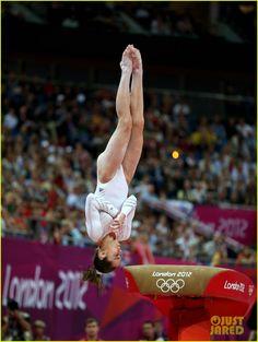 McKayla Maroney Falls During Vault Finals, Wins Silver Medal