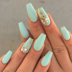 Sea green, totally a mermaid color. So be a royal mermaid with these coffin nail matte sea green design. The golds and diamonds make up for the lack of shine and glitter.