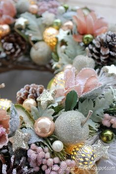 W stylu haute couture vol. Gold Christmas Decorations, Christmas Door Wreaths, Christmas And New Year, Christmas Time, Xmas, New Year's Crafts, Wedding Flowers, Succulents, Plants