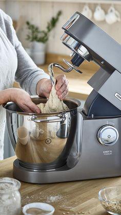 Découvrez la recette du pain au levain à réaliser avec votre robot pâtissier Chef XL Titanium ou Chef XL Elite #kenwood #cheftitanium #chefelite #recette #pain #petitdejeuner #brunch Robot Kmix, Chef Experience, Kitchen Machine, Pains, Kitchen Aid Mixer, V60 Coffee, Pretzel, Muffins, Brunch