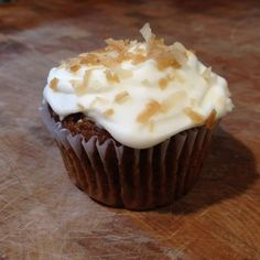 Banana Cupcakes with Coconut Spiced Rum Buttercream #Cupcakes