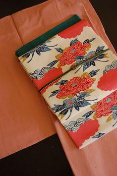 kimono---Obi: cinturón de seda estampado de Bingata (es típico en la zona Okinawa)