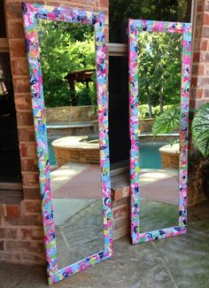 """""""massachusettsprep: pinkandgreenlivingthedream: My sister made me these Lilly Pulitzer mirrors for my dorm out of an old Lilly agenda!"""" This looks so fun Cute Crafts, Diy And Crafts, Arts And Crafts, Do It Yourself Fashion, Diy Mirror, Decorate Mirror, Mirror Ideas, Crafty Craft, Crafting"""
