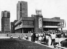 """Halle-Neustadt: Kino """"Prisma"""" - Baubeginn: 1979 - Eröffnung: 1983 - Abriss: 1999"""