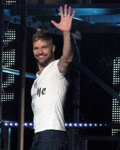 Tenham uma linda semana @ricky_martin e #SexySouls! Una hermosa semana! Have a beautiful week!   ❤️  #RickyMartin #LINDO #Hermoso #Handsome #MusoBoricua  #Cantor #Cantante #Singer #BoaNoite #BuenasNoches #GoodNight #RMEliteBrasil #LoucosPorRM #LoucosPorRickyMartin #Brasil #Brazil