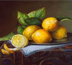 При кожных болезнях — лишаях, экземе, грибке и бородавках, помимо приема лимонного сока внутрь, пораженные места натрите лимонным соком, отчего зуд и краснота уменьшатся