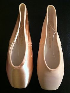 2ac0417547f8 Gaynor Mindens are the best pointe shoe I ve tried.
