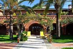 Das wunderschöne Hotel Relais San Damian in Ligurien bei Imperia ist ein Ort der Ruhe und Entspannung. Liebevoll wurde das charmante Bauernhaus von Pamela und Roberto in ein zauberhaftes kleines Landhotel nur vier Kilometer von Italiens Küste verwandelt.