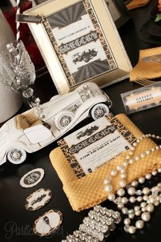 Gatsby décor centerpieces for a wedding. #GatsbyWedding #Glamour #Wedding