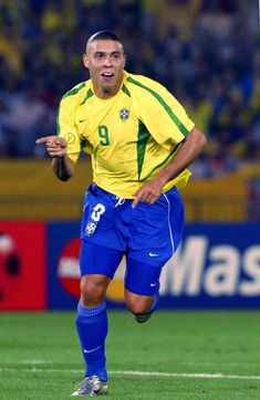 Brazil Football Team, Pure Football, Football Icon, Best Football Players, Football Is Life, Retro Football, Soccer Players, Football Soccer, Ronaldo 9