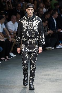 Givenchy took a slick turn by using Baby's Breath motive, making it now an iconic symbol of the luxury brand. From 2015 Men's Spring/Sumer Collection