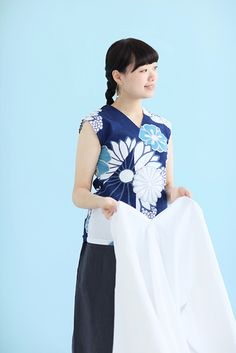 ※※ Model is wearing size Women S ※※ Women S Sleeve Dress Up Day, Wrinkle Remover, Crepe Fabric, Chrysanthemum, Sleeveless Tops, Sleeves, Model, Cotton, How To Wear