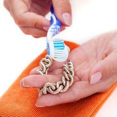 Hier sind 18 unerwartete Wege, Zahnpasta für den Haushalt zu verwenden. Nr. 14 haut dich vom Hocker.