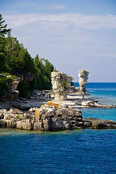 Flowerpots - Flowerpot Island, in Georgian Bay of Lake Huron, in Fathom Five National Marine Park - Ontario Province, Canada Lac Huron, Places To Travel, Places To See, Flowerpot Island, Formations Rocheuses, Manitoulin Island, Ontario Travel, Canadian Travel, Canadian Rockies