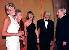 FUN BONUS PHOTO OF DIANA AND ANNA HANGING OUT! GALA-ING! | 20 Years Of Anna Wintour In Politics