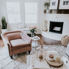 In case you missed it, I shared a tour of my family room on the blog this past week. (tap for sources) http://liketk.it/2sdzr #liketkit @liketoknow.it @liketoknow.it.home #LTKhome #homedecor #cellajanehome @foitlephoto