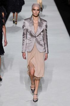 Tom Ford Spring 2019 Ready-to-Wear Fashion Show Collection  See the complete 8ce53559b8