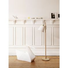 The Pull floor lamp is a perfect example of classic and simple Nordic design with a playful personality. By Danish design brand Muuto. Wood Floor Lamp, Wood Lamps, Scandinavian Floor Lamps, Scandinavian Interior, Diy Luminaire, Adjustable Floor Lamp, Mawa Design, Managua, Design Studio
