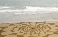 Jim Denevans drawings in sand