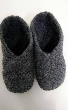 Neulotut huopatossut koko perheelle + OHJE Crochet Socks, Little Gifts, Diy And Crafts, Weaving, Slippers, Knitting, Shoes, Crocheting, Gift Ideas