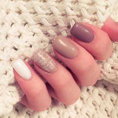 """Fall nails Avec ce froid qui arrive j'ai fait un nail art """" Pull grosse maille""""…"""