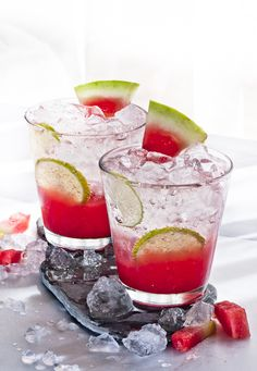 Sparkling watermelon chiller consisting of pureed watermelon, sparkling water, ice cubes and slices of lime