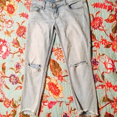 Free people skinny ankle jeans These jeans are in great condition, never dried in the dryer, smoke free home. Free People Pants Skinny