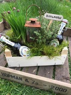 """""""Manine Makes"""" - A beer garden as a gift - Pearl mom .- """"Manine Makes"""" – Ein Biergarten als Geldgeschenk – Perlenmama A clever idea to wrap a gift of money beautifully and practically. An ideal gift for the garden and beer lover. Homemade Gifts, Diy Gifts, Wrap Gifts, Don D'argent, Wrapping Gift, Diy 2019, Diy Y Manualidades, Diy Cadeau, Navidad Diy"""