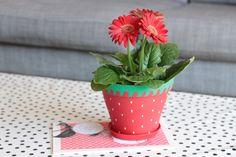 customiser un cache pot - cache pot fraise - strawberry - nouf in wonderland Agenda Filofax, Decoration, Wonderland, Planter Pots, Crafts For Kids, Strawberry, Posca, Images, Blog