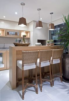 Kitchen lighting ideas over island and fixtures will add style to any home. for low ceiling diy home light decor - modern kitchen lighting Modern Kitchen Lighting, Home Trends, Home And Deco, Modern Decor, Home Kitchens, Kitchen Remodel, Kitchen Decor, Sweet Home, Decoration