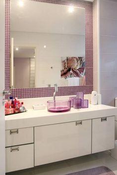 A pastilha rosa deu um toque de feminilidade, não acha?! https://www.homify.com.br/livros_de_ideias/75393/10-exemplos-de-pastilhas-para-banheiros