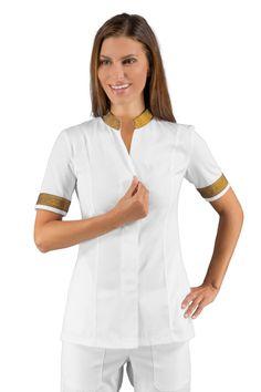Achetez la tunique pour les métiers de santé blanc et doré col Maode ISACCO, vendue sur la boutique mylookpro.com dans la catégorie Tuniques manches courtes. Idéal pour esthéticienne, kinésithérapeute, autres métiers dans le médical. Féminine et mode, on craque pour ce vêtement professionnel.